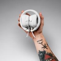 Ενσύρματα ακουστικά Major III της Marshall με μικρόφωνο και χειριστήριο σε λευκό