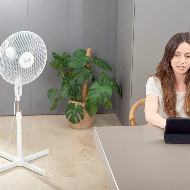 Επιδαπέδιος ανεμιστήρας Pedestal Fan 3 Blades της Black + Decker