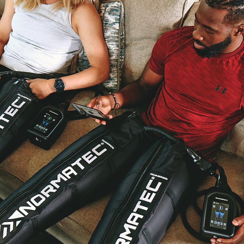 Σύστημα μασάζ με διαβαθμισμένη συμπίεση αέρα NormaTec Pulse Pro 2.0 της Hyperice για τα πόδια